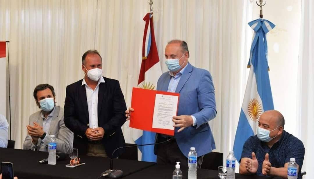 ECOGAS: firma de contrato por obra de ampliación de caudal de gas en la Ciudad de Hernando, Córdoba